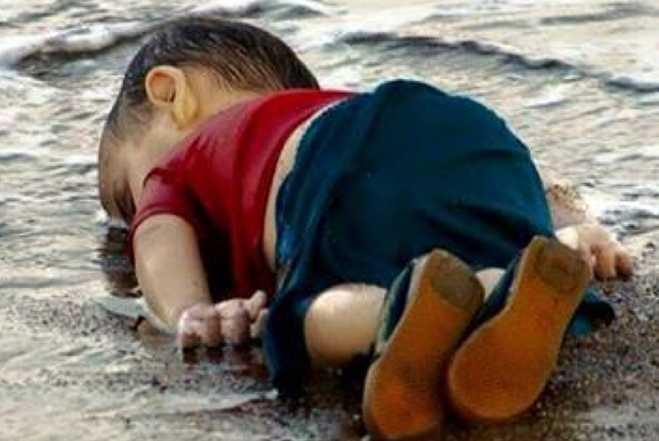 Dead-Syrian-Boy-Turkish-Beach-Photo_2015-09-03_23-15-25